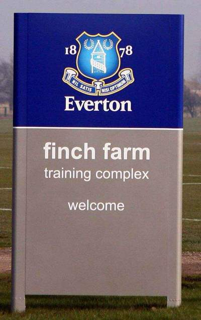 EvertonTrainingSign